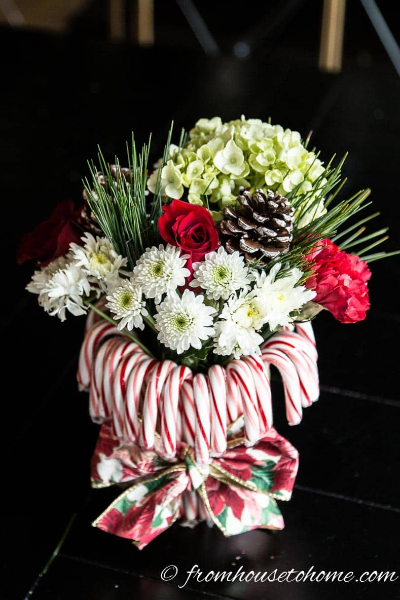 Candy cane Christmas centerpiece | Add some holiday spirit to your Christmas table decor with this red and white DIY candy cane Christmas centerpiece! | DIY Quick and Easy Candy Cane Christmas Centerpiece