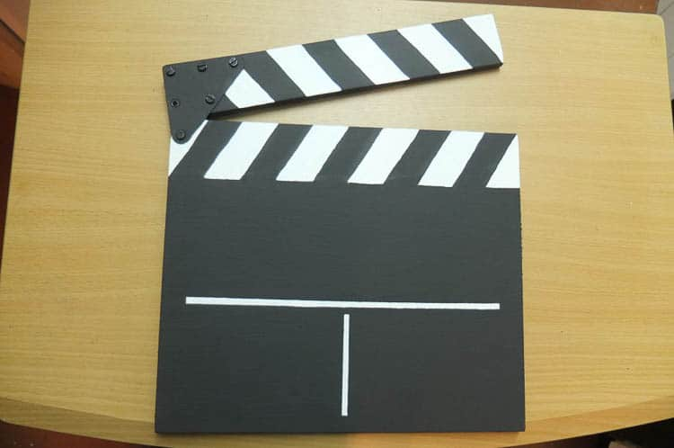 DIY Movie Clapper (from somethingoneverything.com) | 15 Fabulous Oscar Party Ideas