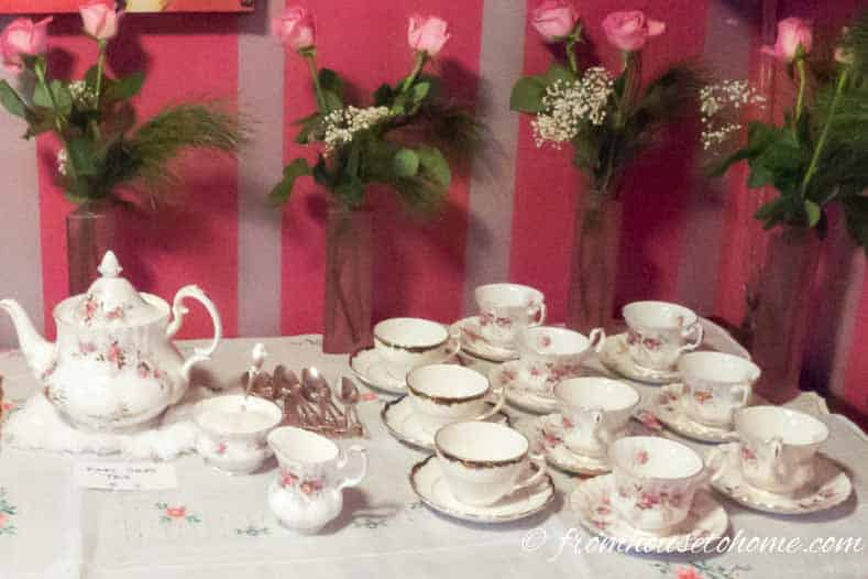 Roses with baby's breath on the tea serving buffet