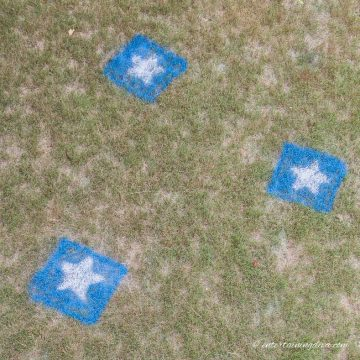 how to make 4th of July painted lawn decorations