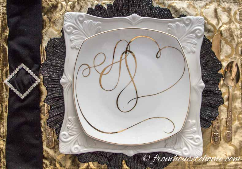 Black and gold Gatsby tablescape