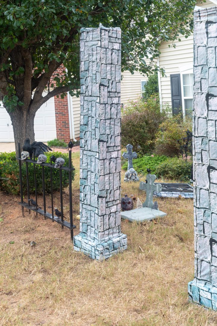 DIY Halloween fence and pillars