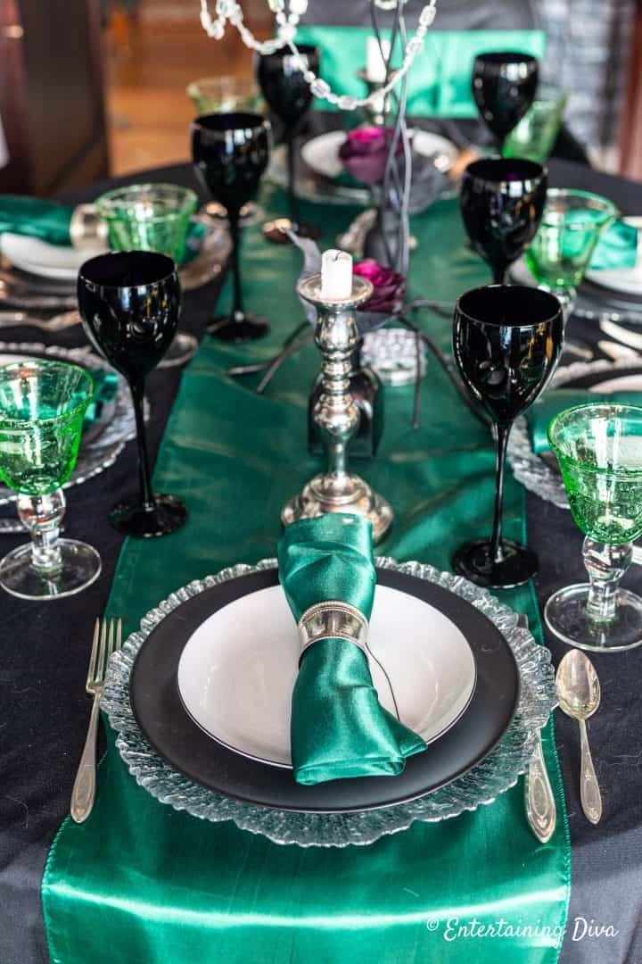 Harry Potter party Slytherin house table setting