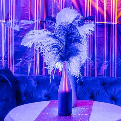 great gatsby centerpiece with black and white ostrich feathers