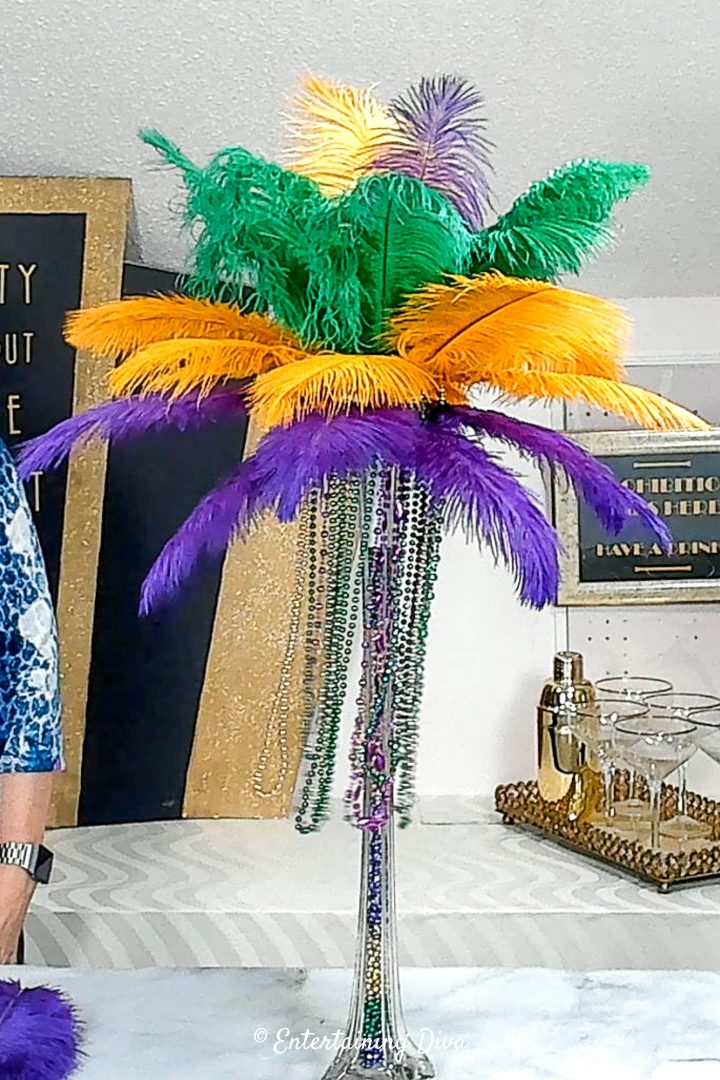 The finished DIY Mardi Gras feather centerpiece