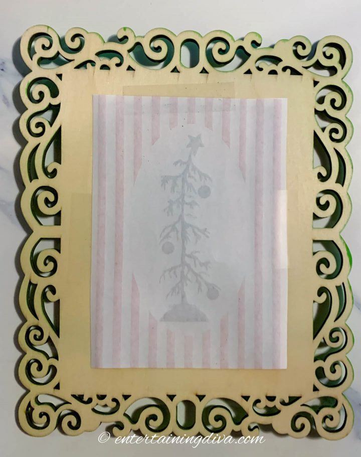 How to frame the DIY Grinch printable silhouette pictures