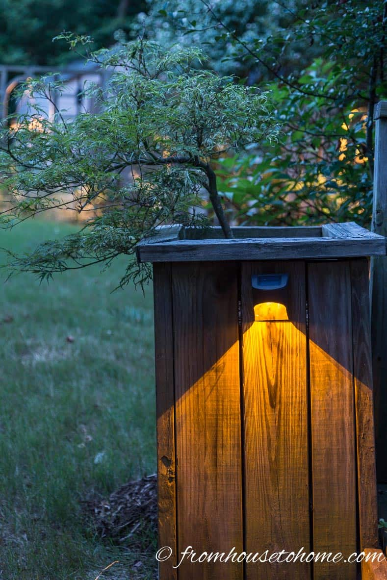 Install lights on the side of a planter around your deck | 8 Landscape Lighting Effects and How To Use Them | Whether you're looking for DIY landscape lighting ideas for your front yard, backyard or walkway, this list will help! It shows you lots of ways to use both low voltage and solar lights in your garden or patio.
