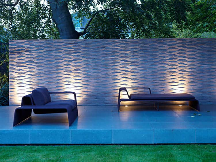 Grazing makes textures stand out, Photo by Gregory Phillips Architects | 8 Landscape Lighting Effects And How To Use Them
