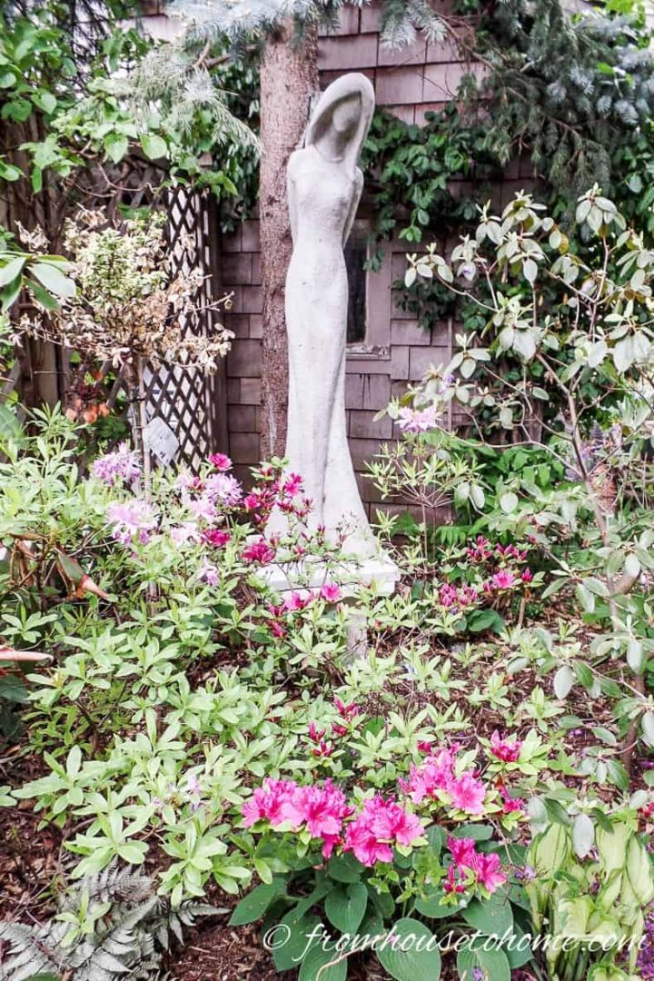 Lady statue in the middle of a garden