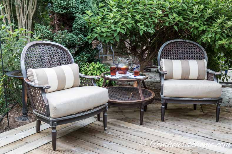 Plants create a screen | How To Make a Cozy Outdoor Living Space | If you want some ideas for making a zen outdoor living space, these easy tips will help you create an area that is cozy and relaxing.