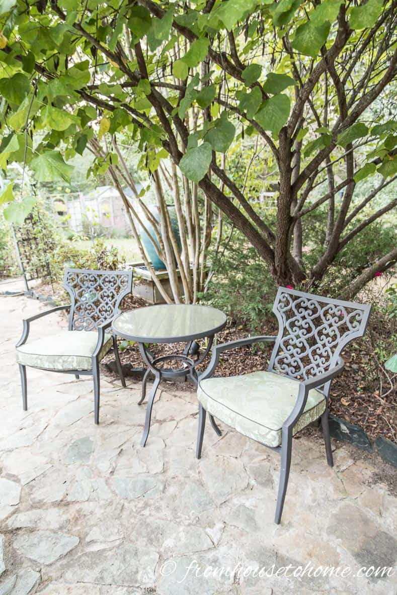 Seating in the shade | How To Make a Cozy Outdoor Living Space | If you want some ideas for making a zen outdoor living space, these easy tips will help you create an area that is cozy and relaxing.