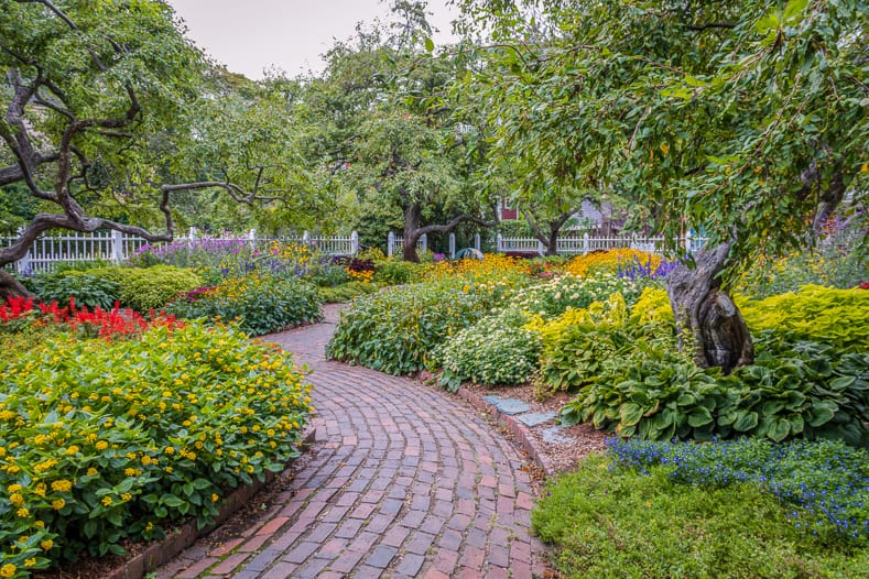Brick garden path | © rabbitti - stock.adobe.com
