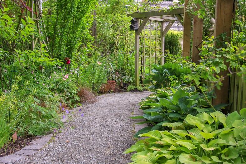 Gravel garden path | © Barbara Helgason - stock.adobe.com