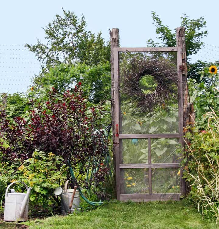 Screen door with wreath used as garden gate ©Noel - stock.adobe.com