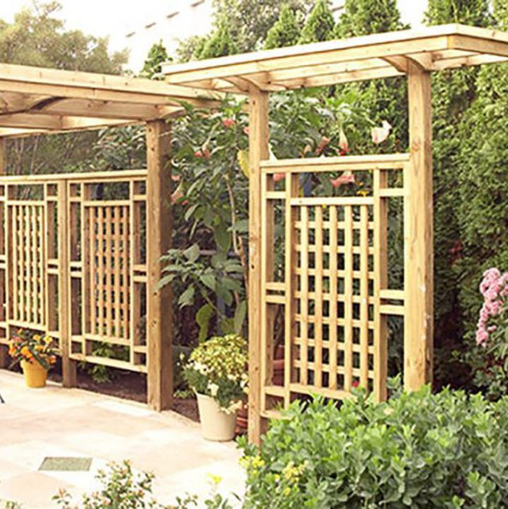 DIY wood trellis privacy screen via wood.com