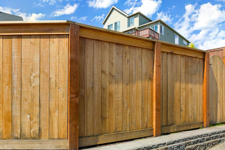 Traditional wood privacy fence ©jpldesigns- stock.adobe.com