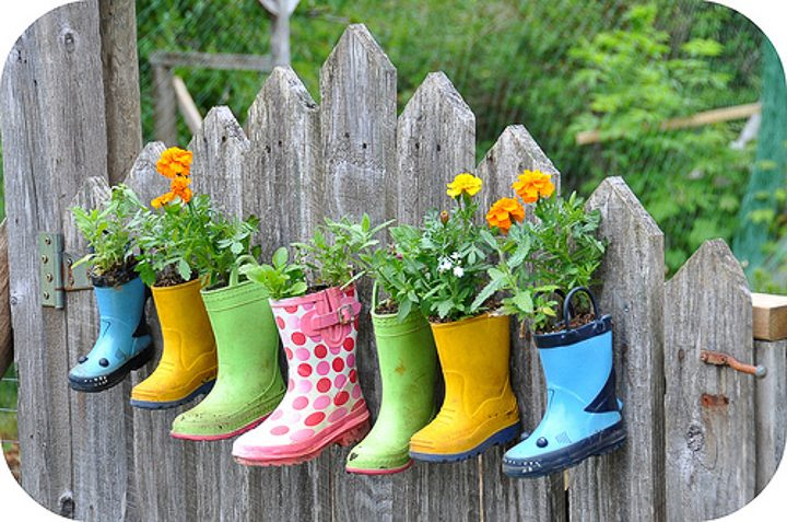 Boot planters via rosinahuber.blogspot.com