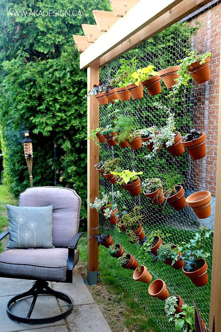 Freestanding vertical garden wall by homemadelovely.com