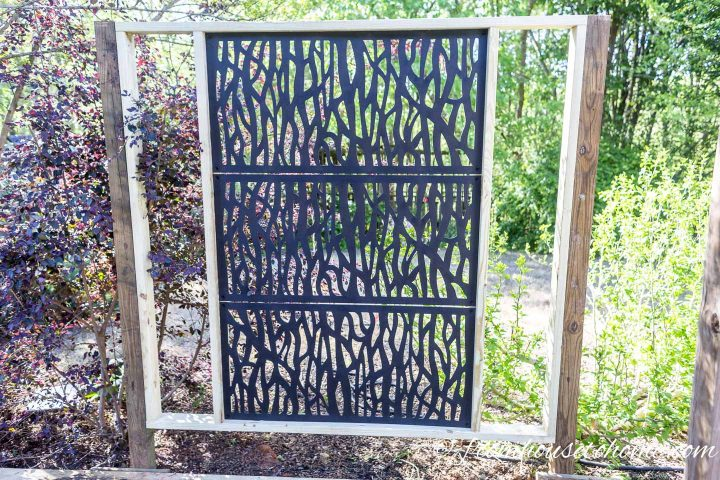 The completed decorative DIY outdoor privacy screen