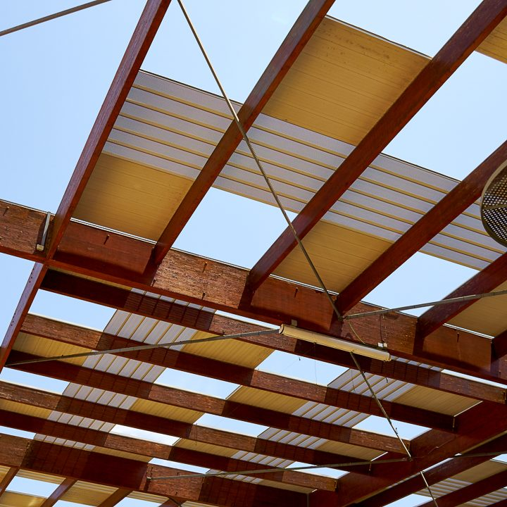 Wood pergola with white and yellow metal roof panels ©Rony Zmiri - stock.adobe.com