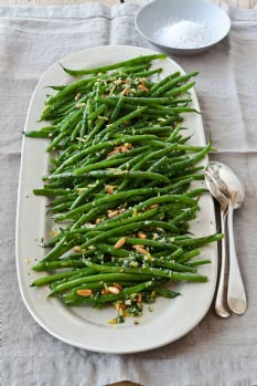 The Barefoot Contessa's Green Beans | Traditional Thanksgiving Dinner Menu and Recipes, with a printable menu card (great for dressing up your Thanksgiving dinner table) and cooking schedule to help make sure everything gets done on time