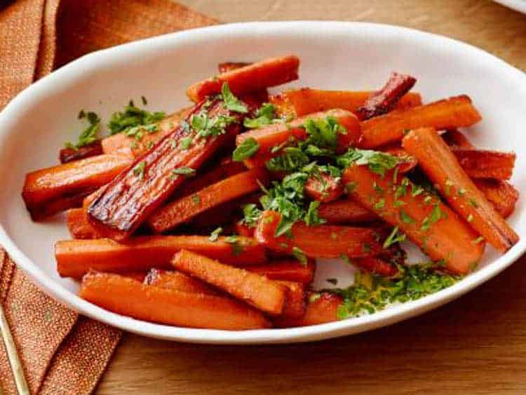 Glazed Carrots | Traditional Thanksgiving Dinner Menu and Recipes, with a printable menu card (great for dressing up your Thanksgiving dinner table) and cooking schedule to help make sure everything gets done on time