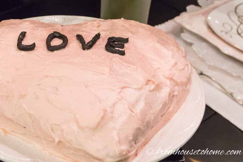 How to make a heart shaped Valentine cake - I am by no means a talented baker, but even I can make this simple heart shaped cake! So if you are looking for desserts for your Valentine's Day romantic dinner, this cake is sure to turn out.