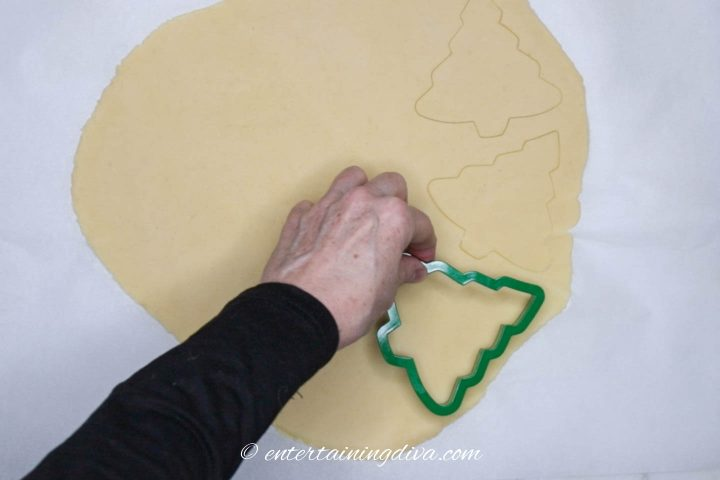 How to cut out Christmas tree cookies