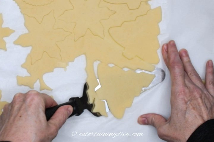 How to remove Christmas tree cut out cookies