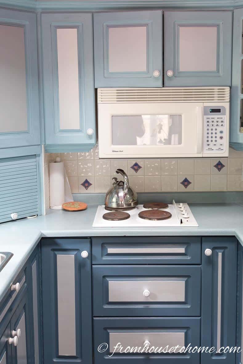 How to paint melamine kitchen cabinets for Best paint for melamine kitchen cabinets