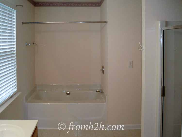 Builder grade master bathroom - Before | How To Beautify a Boring Builder Grade Bathroom