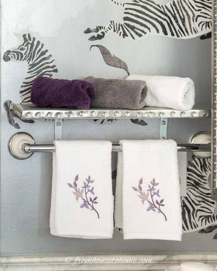 Small DIY bathroom shelf