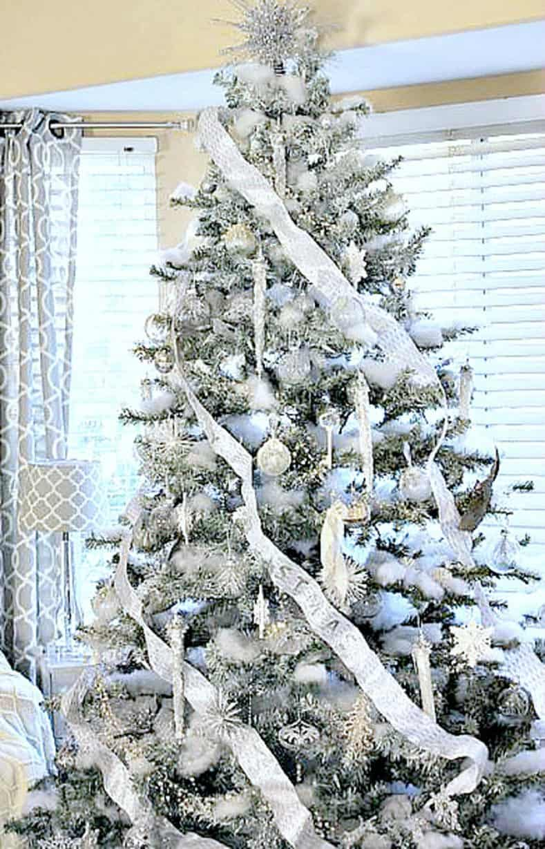 Silver and White Christmas Tree from onemoretimeevents.com | How To Decorate a Beautiful Christmas Tree