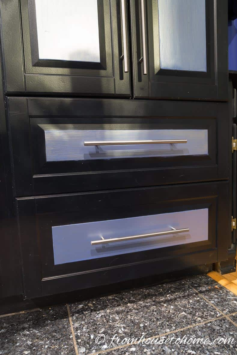 Black cabinets in the kitchen | 7 Tips for Decorating a Black Room (so that it doesn't look like a cave)