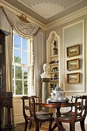 Crown molding in the living room