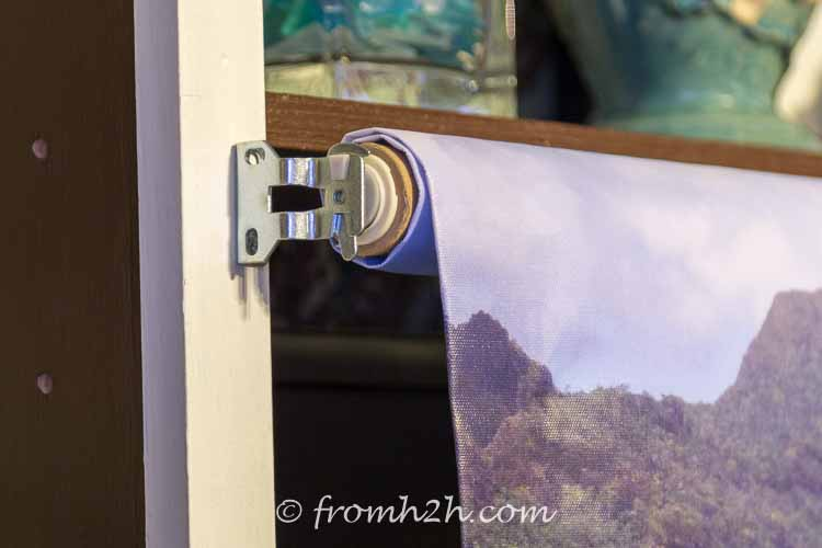 Rotate the latch so that it closes over the end | How to Make a Pull Down Picture