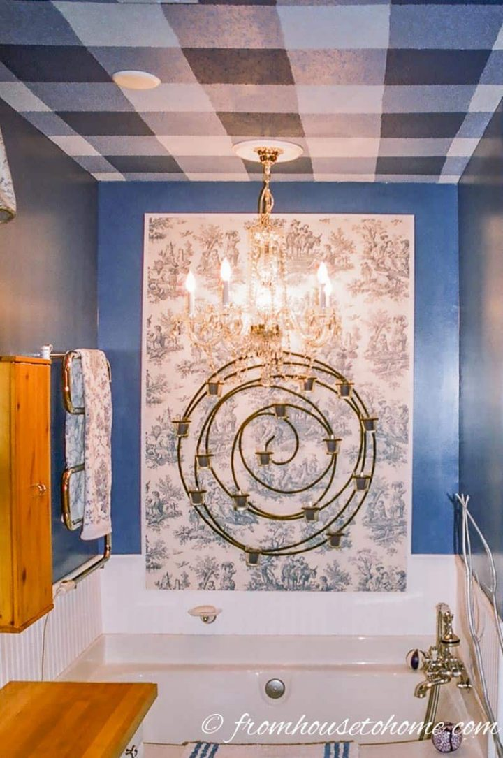 Bathroom ceiling painted in a blue gingham pattern