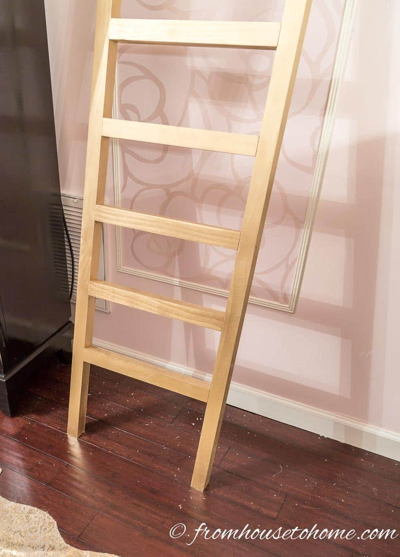 Make sure the bottom is flat | DIY Fabric Storage Ladder
