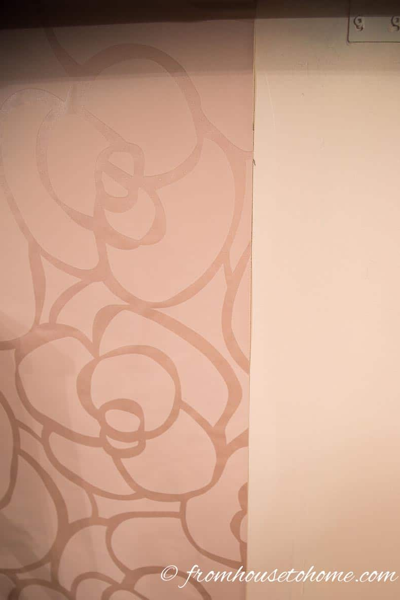 Match the right edge of the wallpaper to the line