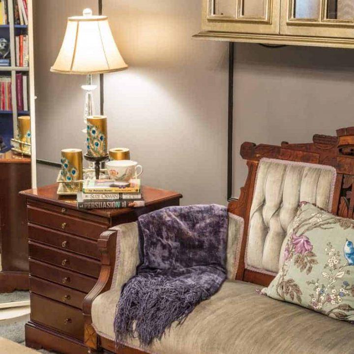 cozy room reading nook