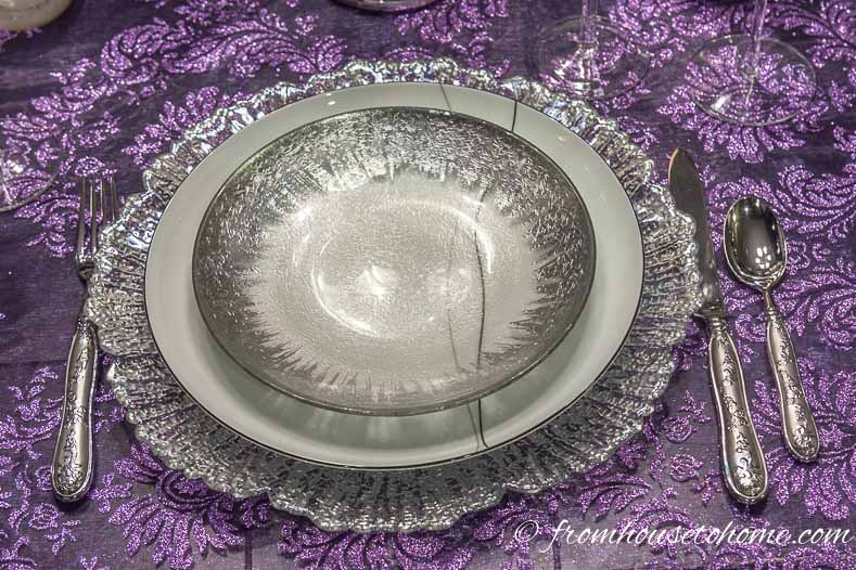 Purple thanksgiving table with black and white plates