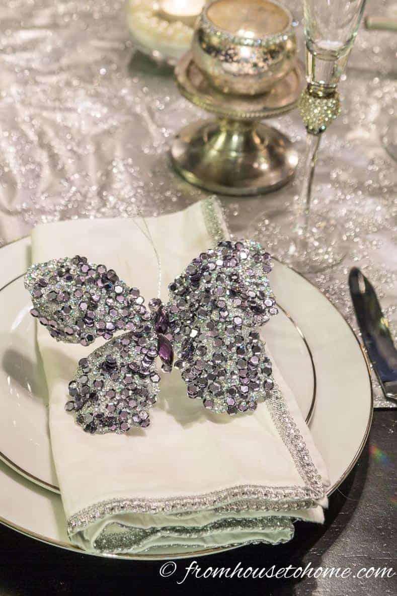 Use Christmas ornaments as napkin holders