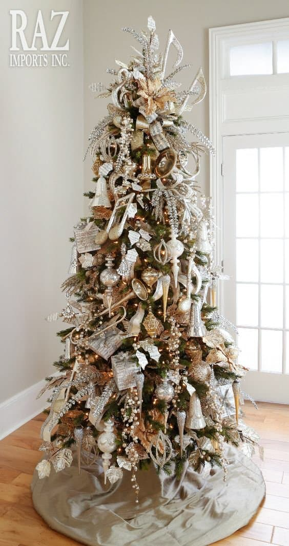 The Musical Christmas Tree via razimports.com | 10 Creative Christmas Tree Themes To Get Inspired By