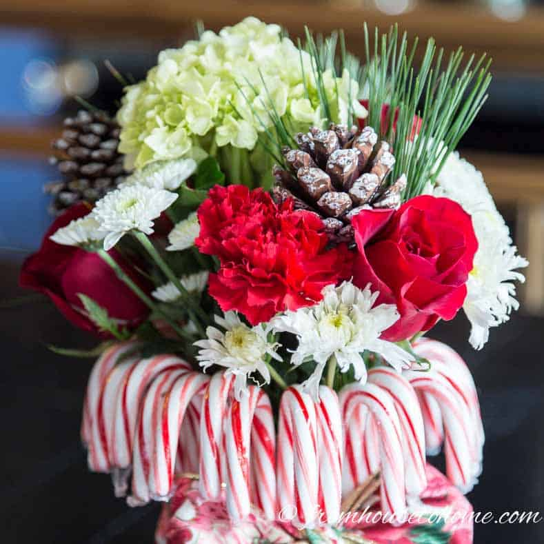 Red and white Christmas centerpiece | Learn how to add some Christmas spirit to your table with a DIY candy cane centerpiece! | DIY Quick and Easy Candy Cane Centerpiece