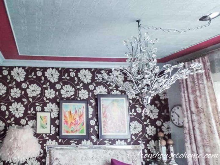 Bedroom ceiling with white wallpaper