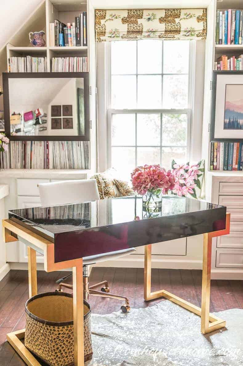 Home Office Design Ideas: Tips For A Functional and Comfortable Room | If you are looking for some home office design ideas, these tips will give you inspiration to create a functional and comfortable workspace layout.