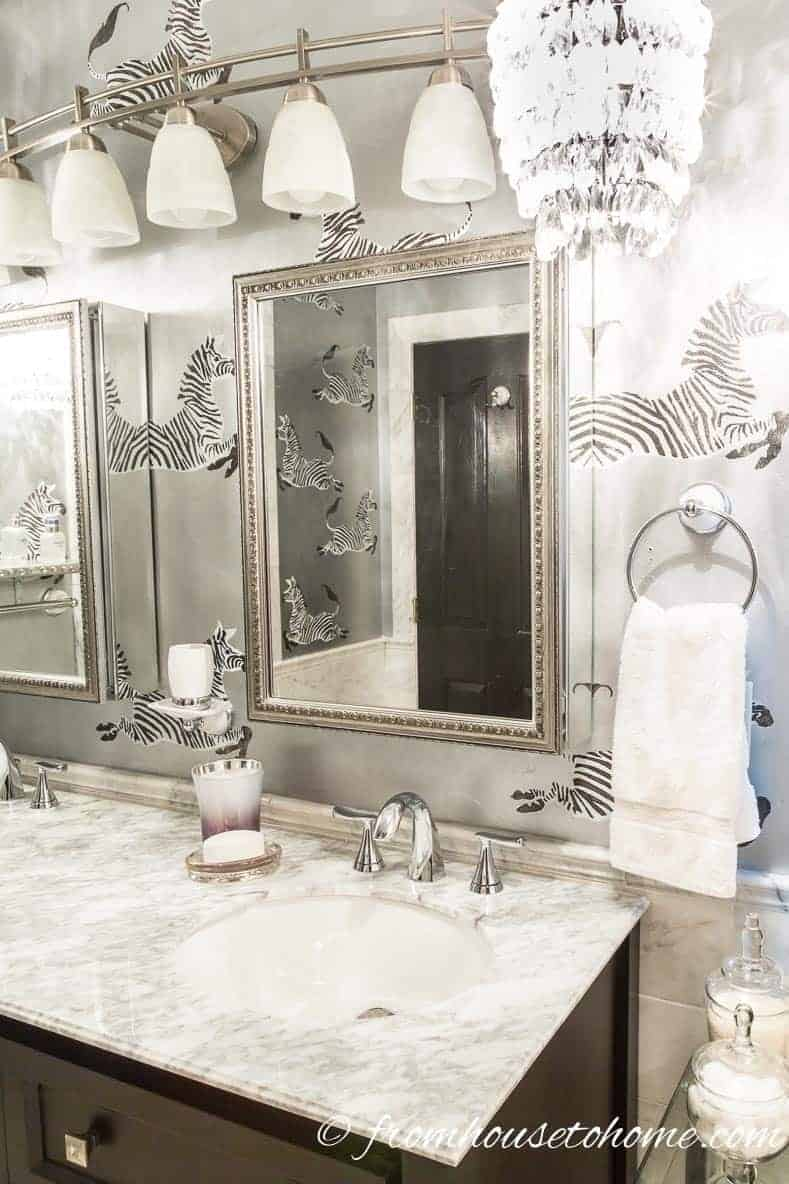 Glam medicine cabinet | Bathroom Organization Ideas: 11 Quick and Easy Ways to Clear Clutter | I finally got my master bathroom organized with these bathroom organization ideas. These quick and easy storage tips really help to clear clutter from under the sink, on countertops, in drawers and more.