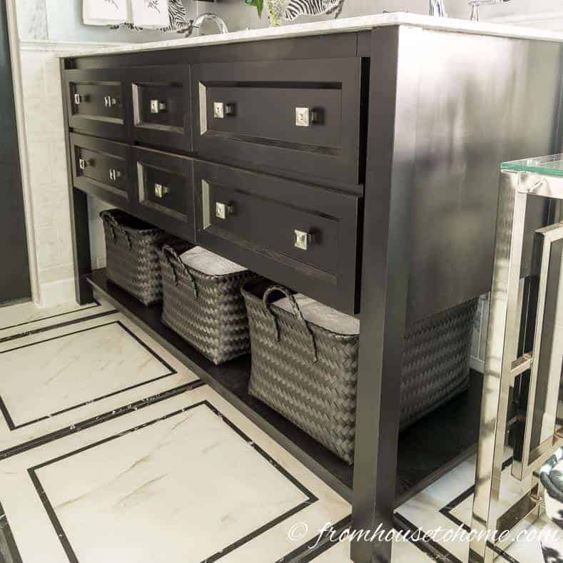 Storage baskets | Bathroom Organization Ideas: 11 Quick and Easy Ways to Clear Clutter | I finally got my master bathroom organized with these bathroom organization ideas. These quick and easy storage tips really help to clear clutter from under the sink, on countertops, in drawers and more.