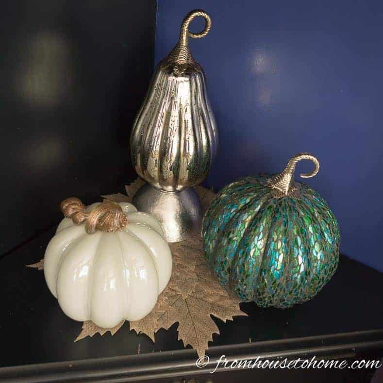 A ceramic gourd using an upside bowl as a stand
