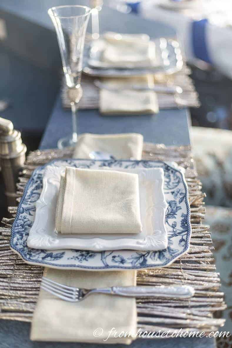 Blue and white table setting | Blue and White Christmas Home Decorating Ideas